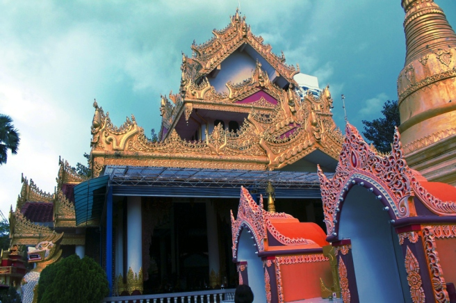a burmese buddhist temple