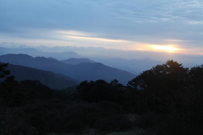 Sun rises above Sandakphu